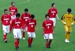 肩を落とす三洋電機徳島の選手たち