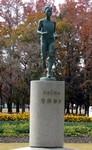 スタジアム外には岡山出身の有森裕子の像が