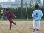 FKを蹴る井川の選手