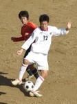 ボールをキープする川島高の12番