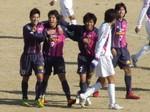 同点ゴールの永井と祝福するチームメイト