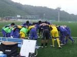 試合前に円陣を組む吉野川の選手たち