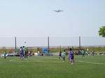 綾瀬スポーツ公園上空を飛ぶ飛行機