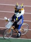 ビール片手に自転車に乗るライカくん