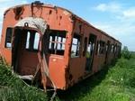 反対側から見た鉄道車両